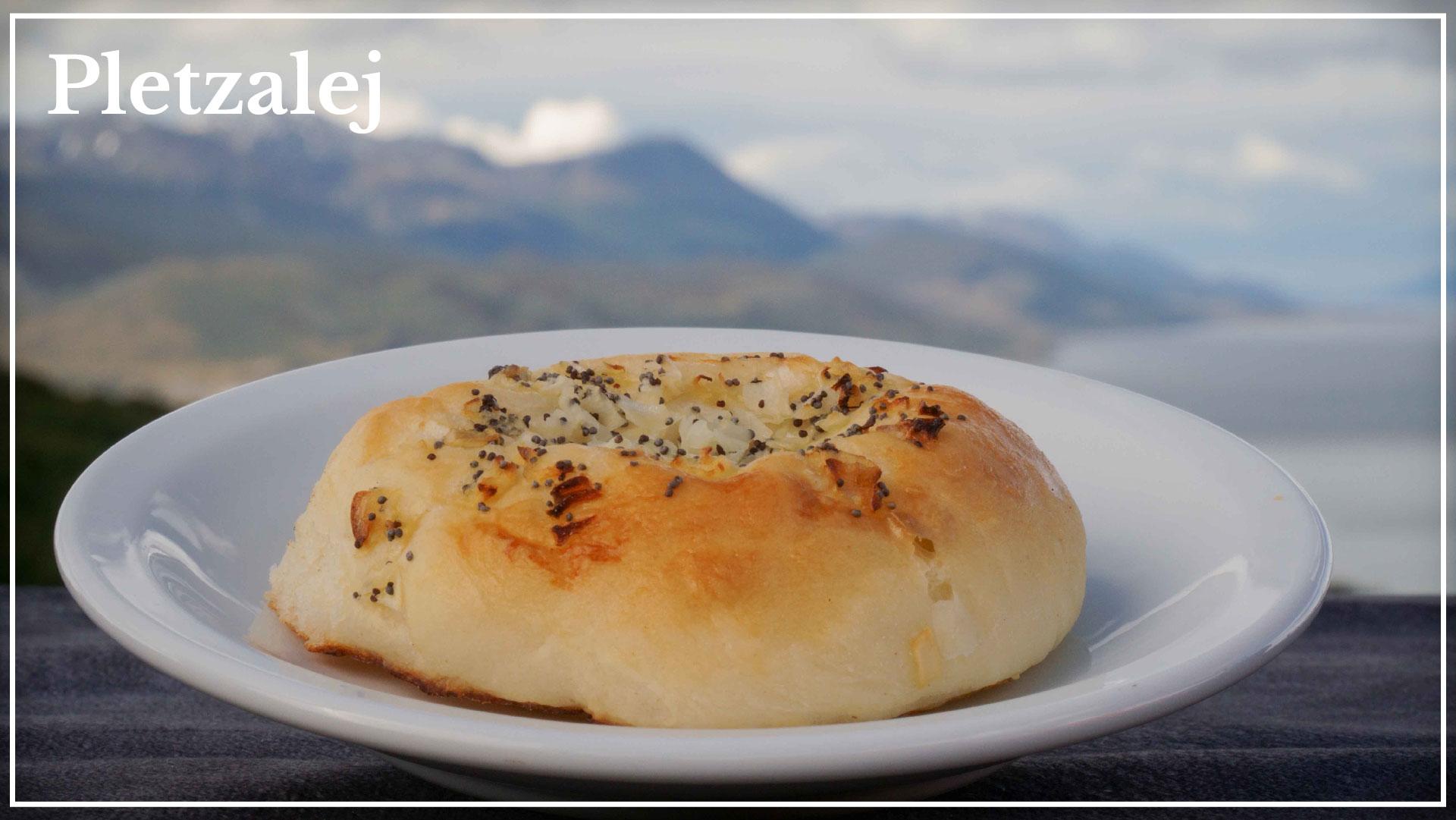 Pletzalej - based on kosher flour and poppies